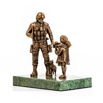 """Статуэтка «Памятник """"Вежливым Людям""""» на постаменте, масштабная модель"""