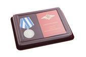 Наградной комплект к медали «300 лет Российскому флоту» с бланком удостоверения